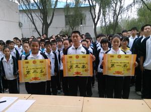初zhong部cheng功举banguang播操比赛