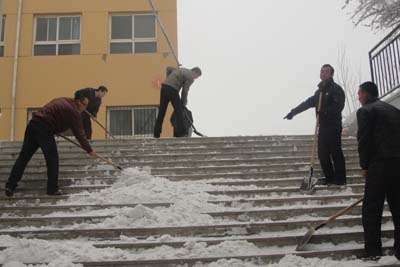 quan体jiao师ji体铲雪,同学们瞙ui脄ai怕摔跟头了