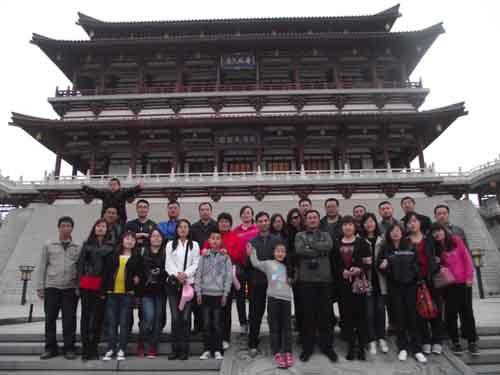 xue校zu织全体班主任及初san教师赴西安、hua山zhi旅