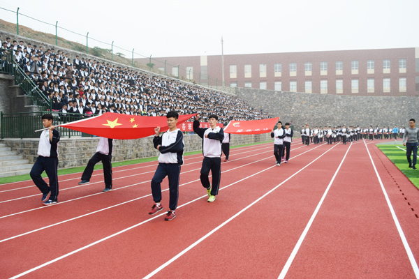 我校举行di十九届tian径yun动会