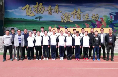 我校隆重biaozhangshidi二十九届yun动会huojiangyun动yuan和jiao练yuan