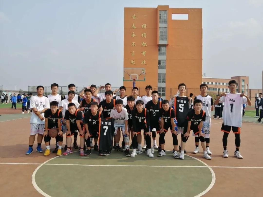 球场zhan放jiqing,团队凝聚力量 ——我校2020年qiu季篮球赛圆man结束